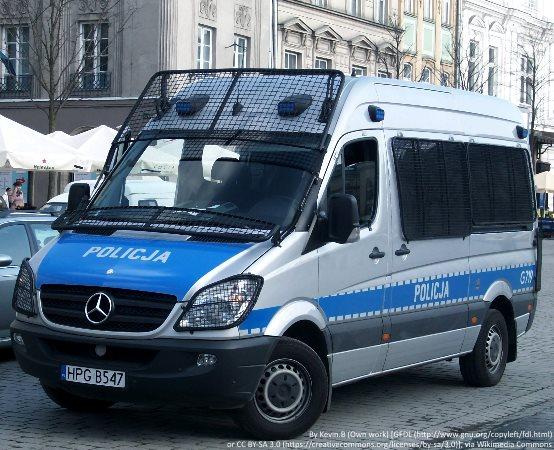 Policja Przemyśl: Przemyscy policjanci eskortowali do szpitala chorego na serce